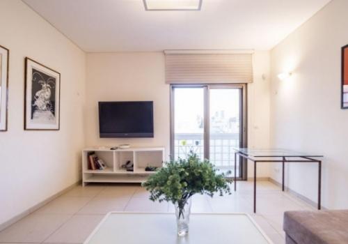 Hilton Balcony 2 room Balcony 8sqm Elevator Apartment for short term rental in Tel Aviv