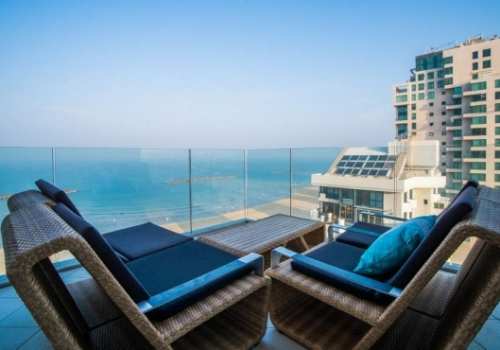 Hayarkon 3 room 95sqm Terrace Elevator 2 parkings Apartment for sale in Telaviv