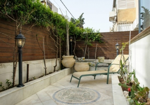 Dizengoff Bauhaus 2 bedrooms 72sqm Garden Terrace 30sqm Lift Vacation rental