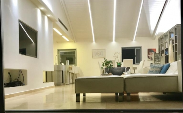 Neve Tzedek Penthouse Duplex 4 room 180 sqm Terrace 18 sqm Lift Parking Apartment for sale in Telaviv