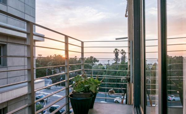 Hilton Studio Close to the Hilton hotel Balcony Apartment for vacation rental in Telaviv