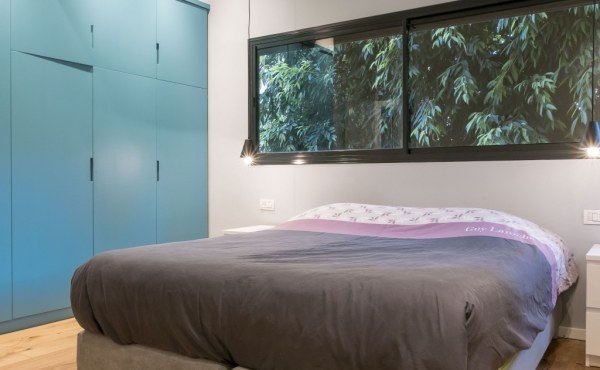 By the beach 3 bedrooms 2 bathrooms  Apartment for holidays rental in Tel Aviv