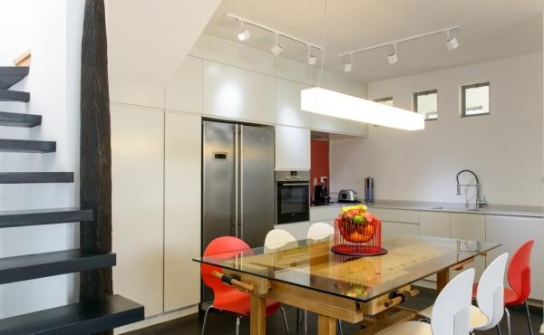 Neve Tzedek Patio 3 bedrooms Terrace 40sqm Elevator Parking Apartment in short term rental in Telaviv