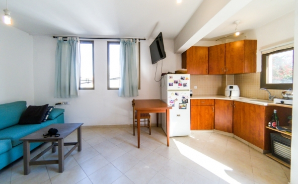 Kerem Hatemanim Studio 30sqm Renovated Close to the beach Apartment to buy in Telaviv