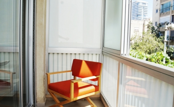 Smolenskin 4 room 105m2 Renovated Balcony 6m2 Close the beach Apartment for sale in Tel Aviv