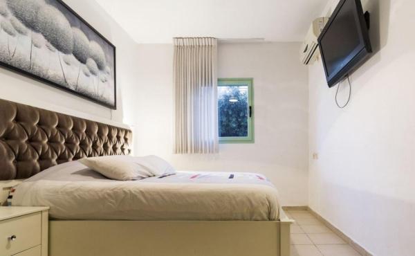 Cosy Bograshov 1 Bedroom Holiday Rental Appartment w/Balcony
