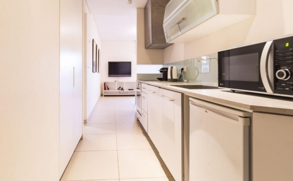 Hilton Balcony 2 room Balcony 8sqm Elevator Apartment for short term rental in Tel Aviv