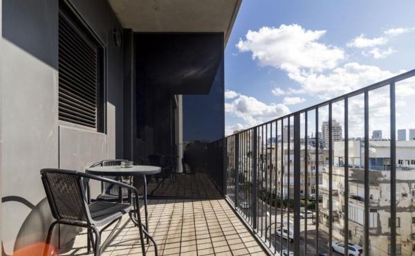 Hilton Sea 1 Spacious modern 2 rooms vacation rental w/Balcony