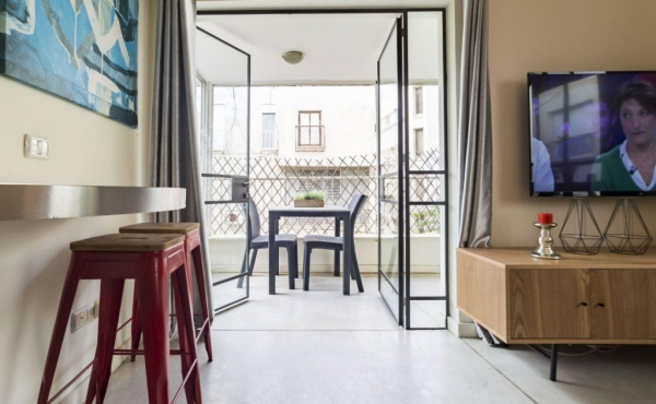 Rupin Balcony 2 bedrooms 56sqm Elevator Apartment for vacation rental in Tel Aviv