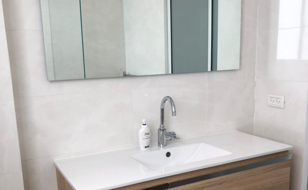 Ben Gurion area 4 room 93sqm Renovated Lift Apartment to buy in Tel aviv