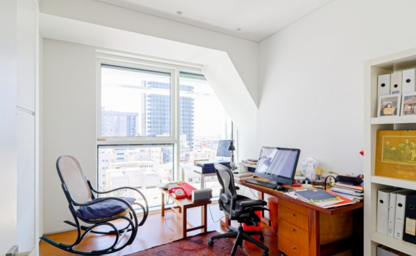 Rothschild 3.5 room 135sqm Terrace 12sqm Lift Parking Gym Guard Apartment for sale in Tel Aviv