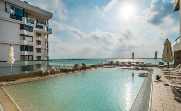 Herbert Samuel 3 room 95sqm Amazing sea view Elevator Parking Doorman Pool Gym club Apartment for sale in Tel Aviv