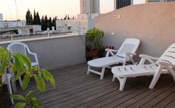 Dizengoff area 4 room 110sqm Roof 29sqm Roof apartment for sale in Tel Aviv