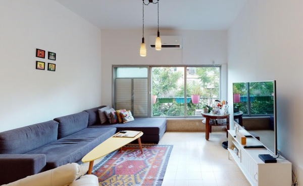 Frishman 2.5 room 67sqm Elevator Apartment for sale in Tel Aviv