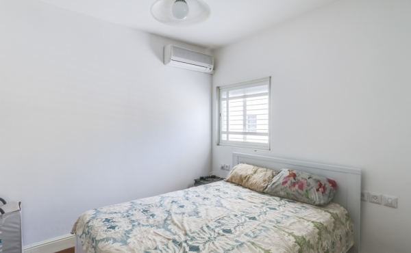 Neve Tzedek area 2.5 room Renovated 63sqm Balcony Lift Parking Property to buy in Telaviv