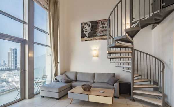 Neve Tzedek TWR Duplex 2 room 70sqm Balcony Lift Parking Gym club Pool Apartment for Vacation rental