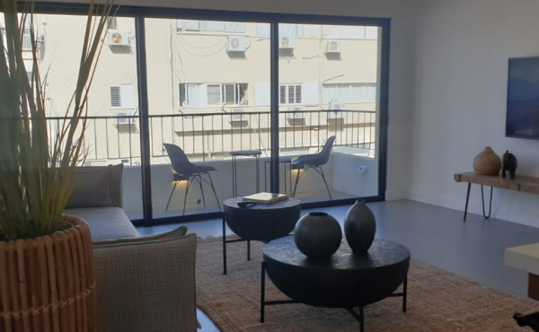 Basel area 3 room 97sqm Renovated Terrace Elevators Apartment for sale in Tel Aviv