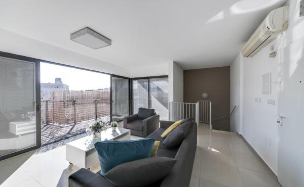 Penthouse Duplex 3 rooms 90sqm Terrace 50sqm Apartment for sale in Tel Aviv