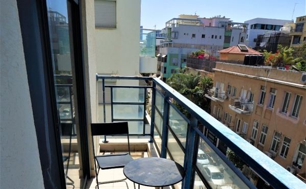 Balfour area 2 room 50sqm Balcony Elevator Apartment for sale in Tel Aviv
