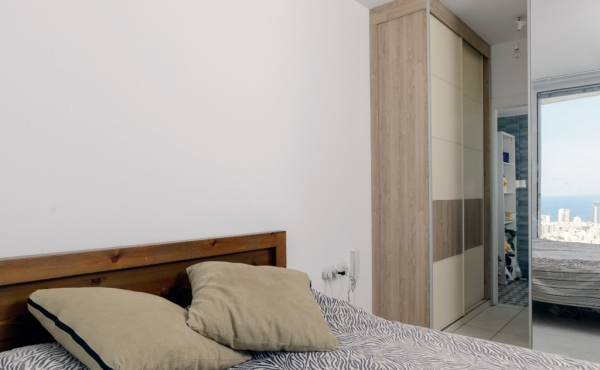 Gindi 39th floor 5 rooms 105m2 Terrace Lift Parking Apartment for sale in Tel Aviv