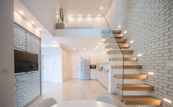 Hayarkon Loft 70sqm Terrace 18sqm Lift Parking Apartment for rent in Telaviv