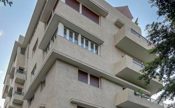 Frishman area 2 room 45sqm renovated Elevator in Bauhaus building Apartment for sale in Tel Aviv