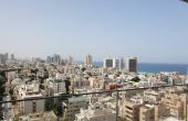 Ben Gurion area 4.5 room 150sqm Balcony 14sqm Elevator Parking Apartment for sale in Tel Aviv