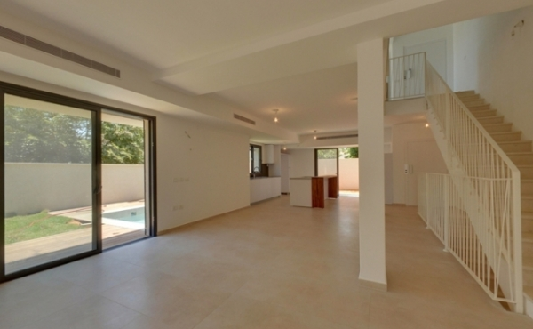 Sokolov Cottage 6.5 room 284sqm Parkings Field 231sqm For Sale in Raanana